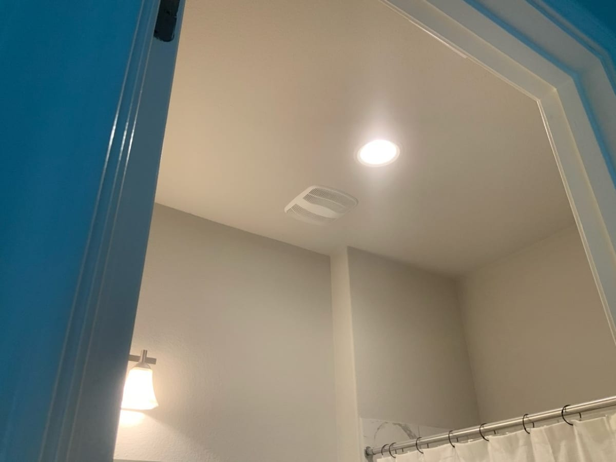 new ceiling texture in bathroom
